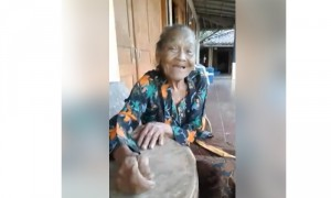 Mbah Tukinah asal Wonogiri bertemu kembali dengan putranya setelah berpisah selamakurang lebih 35 tahun (Facebook)