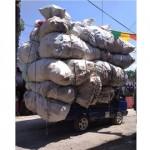 KECELAKAAN SRAGEN : Mobil Pikap Kelebihan Muatan Nyangkut Kabel
