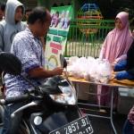 KISAH INSPIRATIF : Keren! Pemilik Indekos Wonogiri Bagikan Makanan Gratis Setiap Hari
