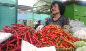 Pedagang menjual cabai merah besar dan cabai rawit merah di Pasar Kranggan, Senin (11/9/2017). (Bernadheta Dian Saraswati/JIBI/Harian Jogja)