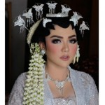 KABAR ARTIS : Menikah di Candi Borobudur, Begini Kesakralan Pernikahan Vicky Shu
