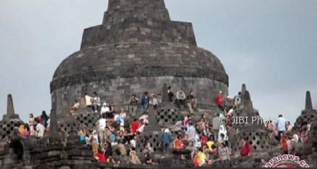 Wisatawan di seputaran stupa utama Candi Borobudur. (JIBI/Solopos/Antara)