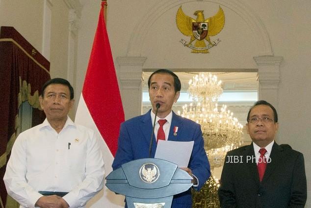 Presiden Jokowi memberi keterangan pers terkait konflik Rakhine State, Myanmar, di Istana Merdeka, Jakarta, Minggu (3/9/2017). (JIBI/Antara/ Rosa Panggabean)
