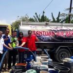 KEMARAU 2017 : Warga Semarang Dropping Air Bersih ke Grobogan