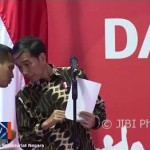 Dibisiki Paspampres, Begini Reaksi Kocak Jokowi