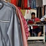 FOTO KERAJINAN SEMARANG : Jaket Kulit Kambing Dibikin di Bawen