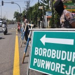 FOTO KRISIS ROHINGYA : Polisi Jaga Jalan ke Candi Borobudur