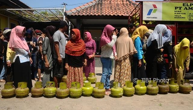 Ilustrasi operasi pasar (OP) elpiji 3 kg. (JIBI/Solopos/Antara/Yusuf Nugroho)