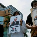 FOTO DEMO SEMARANG : Aksi Bela KPK Cari Pengkhianat