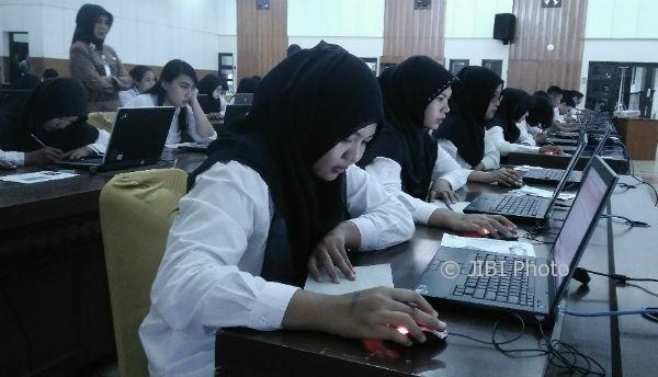 Suasana tes Computer Assisted test (CAT) seleksi penerimaan CPNS Kemenkumham di Kantor Regional I Badan Kepegawaian Negara (BKN) DIY. (Sekar Langit Nariswari/JIBI/Harian Jogja)