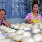 FOTO USAHA MIKRO KECIL DAN MENENGAH : Semen Indonesia Bina Pelaku UMKM Roti