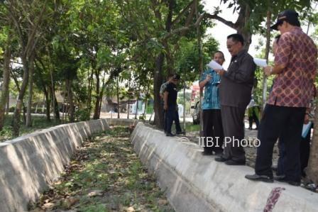Wakil Bupati Madiun, Iswanto, meninjau proyek pembangunan di Kabupaten Madiun, Selasa (3/10/2017). (Istimewa/Pemkab Madiun)