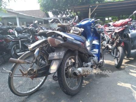 Kondisi sepeda motor Suzuki Shogun dan sepeda yang terlibat kecelakaan diamankan di Unit Laka Satlantas Polres Klaten, Kamis (5/10/2017). (Cahyadi Kurniawan/JIBI/Solopos)