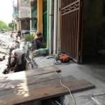INFRASTRUKTUR SOLO : Drainase Diperbaiki, Jalan di Atas Saluran Air Joyotakan Dibongkar