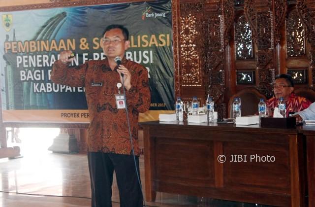 Kepala Disdag Solo Subagiyo menjadi narasumber sosialisasi e-Retribusi Pasar di Pendapa Sumonegaran Rumdin Bupati Sragen, Selasa (10/10/2017). (Tri Rahayu/JIBI/Solopos)