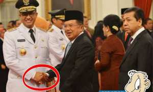 Gubernur DKI Jakarta Anies Baswedan bersalaman dengan Wapres Jusuf Kalla. (JIBI/Antara/Wahyu Putranto)
