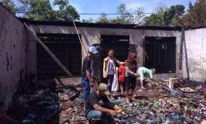 Puing-puing bangunan toko sembako di Desa Kalangan, Klego, seusai terbakar, Minggu (22/10/2017). (Istimewa/ Mapolsek Klego)