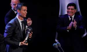 Cristiano Ronaldo saat menerima penghargaan dari FIFA di London, Inggris, Senin (23/10/2017) waktu setempat. (JIBI/Reuters/Eddie Keogh)