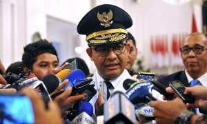 Gubernur DKI Jakarta, Anies Baswedan, menjawab pertanyaan wartawan usai pelantikan dirinya, di Istana Negara, Jakarta, Senin (16/10/2017). (Setkab.go.id)