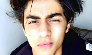 Gaya cool Aryan Khan (Instagram @__aryan__)