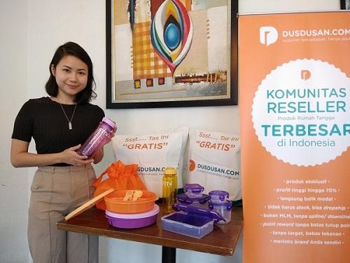 Sejumlah produk rumah tangga yang disuplai Dusdusan.com untuk para resellernya, Senin (9/10). (Holy Kartika N.S/JIBI/Harian Jogja)