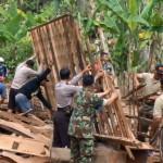 BENCANA ANGIN KENCANG : Rumah Waliyem Rata dengan Tanah