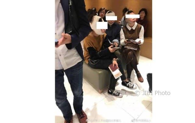 Karena operasi plastik, paspor tiga perempuan ini tidak berlaku (Odditycentral.com)