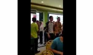 Presiden Joko Widodo ke restoran pakai kaus oblong, paspampres pakai baju resmi (Twitter)