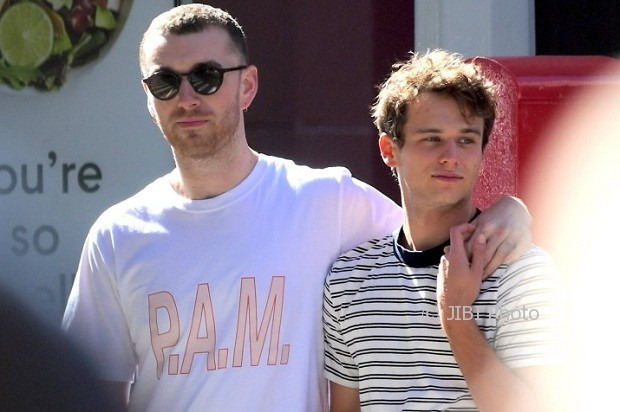 **NO WEB USEAGE UNTIL 4pm PST TUESDAY OCT 3RD** Sam Smith Kisses New Boyfriend, Brandon Flynn, Star of Netflix Show 13 Reasons Why . The pair enjoyed Lunch in the West Village, before Sharing a Kiss and Walking around holding hands. Flynn just came out as Gay 2 Weeks ago with an Instagram statement .
