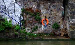 Sosok mirip mumi tergeletak di pinggir sungai (Bristolpost)