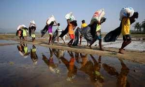Warga Rohingya yang mengungsi ke Bangladesh (Reuters)