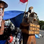 FOTO PABRIK SEMEN KENDENG : Warga Pegunungan Kendeng Demo Lagi