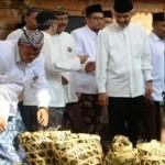 HARI ASYURA : Ganjar Pranowo Kagumi Buka Luwur Sunan Kudus