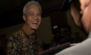 Gubernur Jateng Ganjar Pranowo, Jumat (13/10/2017), memamerkan tawa semringah seusai bersaksi di Pengadilan Tipikor Jakarta dalam sidang lanjutan kasus korupsi e-KTP. (JIBI/Solopos/Antara/Rosa Panggabean)