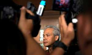 Gubernur Jawa Tengah Ganjar Pranowo menjawab pertanyaan wartawan seusai memberi kesaksian dalam sidang kasus korupsi e-KTP di Pengadilan Tipikor, Jakarta, Jumat (13/10/2017). (JIBI/Solopos/Antara/Rosa Panggabean)