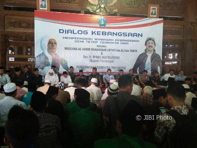 Santri memadati pendapa Ponorogo untuk mendengarkan ceramah dari Habib Lutfi asal Pekalongan, Jawa Tengah, Kamis (12/10/2017). (Abdul Jalil/JIBI/Madiunpos.com)