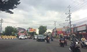 Suasana mendung dan lalu lalang kendaraan di sekitar Jalan Menteri Supeno pagi ini, Rabu (18/10/2017). (Ocktadika Cahya A/Harian Jogja).