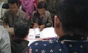 Dokumen persyaratan DPD PDI-P Kota Jogja dikembalikan KPU Kota Jogja, Rabu (11/10/2017). (Beny Prasetya/JIBI/Harian Jogja)