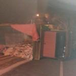 KECELAKAAN SEMARANG : Rem Blong, Truk Terguling di Sigar Bencah