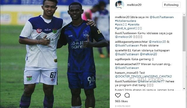 Melcior Leideker Majefat (kanan) bersama I Gusti Rustiwan (kiri) seusai pertandingan Babak 16 Besar Liga 2 antara PSIS Semarang dan Persita Tangerang di Stadion Citarum, Kota Semarang, Jateng, Selasa (3/10/2017) lalu. (Instagram-@melkior20)