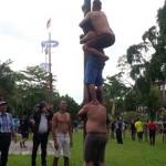 Seru! Lomba Panjat Pinang HUT Kota Jogja Berhadiah Rp25,9 Juta