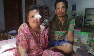 Nur Hasyim, warga RT 001/RW 010, Dusun Tulung, Desa Tulung, Kecamatan Sampung, Ponorogo, bersama istrinya Sumiatin, Kamis (12/10/2017). (Abdul Jalil/JIBI/Madiunpos.com)