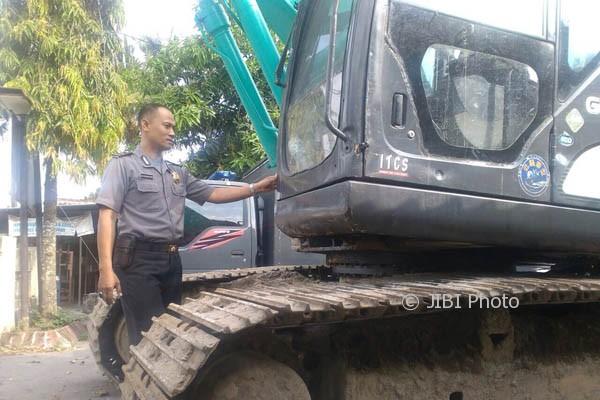 Alat berat disita pihak kepolisian dari penambangan pasir ilegal di Dusun Kuden, Jambidan, Banguntapan Bantul, Rabu (4/10/2017). (Rheisnayu Cyntara/JIBI/Harian Jogja)