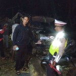 KECELAKAAN BLORA : Mobil Tertimpa Pohon Tumbang, 2 Tewas, 2 Dilarikan ke RS
