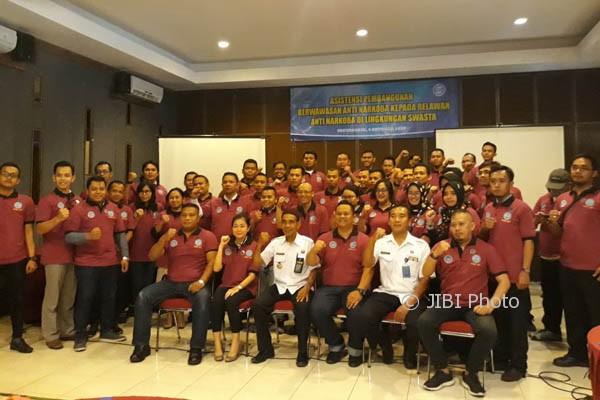Badan Narkotika Nasional Provinsi (BNNP) DIY melantik 50 relawan anti narkoba yang berasal dari kalangan institusi swasta seperti pengusaha tempat hiburan dan jasa ekspedisi di Gamping, Rabu (4/10/2017). (Sekar Langit Nariswari/JIBI/Harian Jogja)
