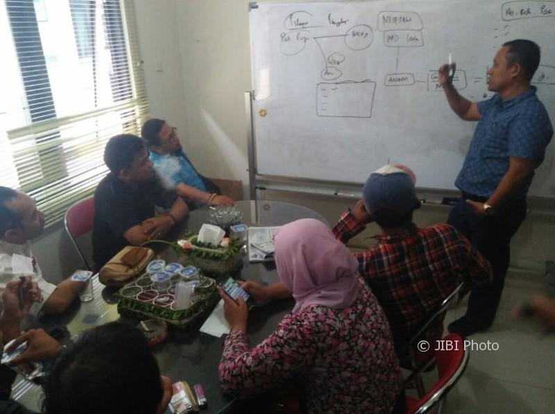 Sejumlah wartawan Ponorogo melaporkan Ketua Pokdarwis Ponorogo ke Mapolres setempat, Rabu (11/10/2017). (Abdul Jalil/JIBI/Madiunpos.com)
