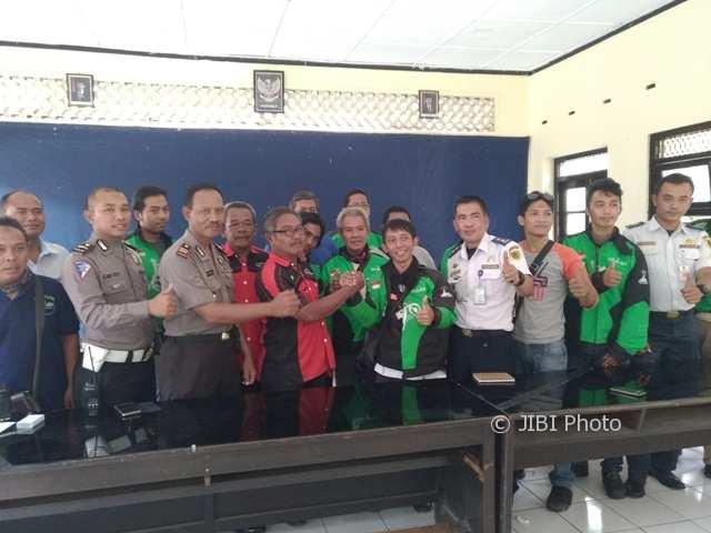 Suasana mediasi antara ojek pangkalan dan ojek online di Mapolsek Klaten Kota, Selasa (14/11/2017). (Cahyadi Kurniawan/JIBI/Solopos)