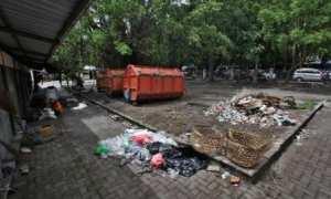 Sampah berserakan di Alun-alun Utara (Alut) Keraton Solo, Selasa (14/11/2017). (M. Ferri Setiawan/JIBI/Solopos)