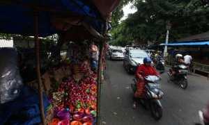 Pedagang gerabah membuka lapak di kawasan Alun-alun Utara (Alut) Keraton Solo, Minggu (19/11/2017). (M. Feri Setiawan/JIBI/Solopos)