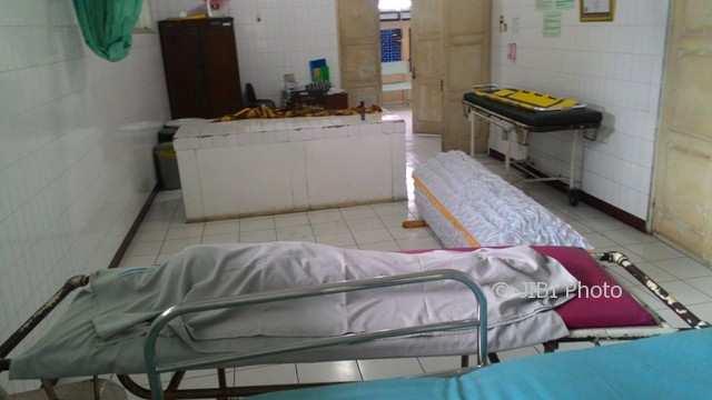 Jenazah Ngatini Cahyani, 46, warga Dukuh Rekuning, Desa Banyuanyar, Ampel, bersama cucunya Nauki, 3, di Kamar Jenazah Rumah Sakit Pandan Arang Boyolali, Kamis (30/11/2017). (Akhmad Ludiyanto/JIBI/Solopos)